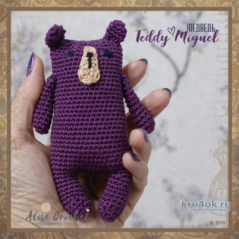 Вязанный крючком медведь Teddy Miguel. Работа Alise Crochet