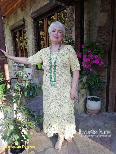 Вязанное крючком платье Полуденное солнце. Работа Евгении Руденко