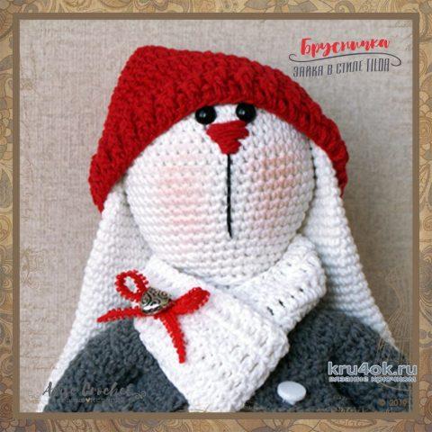 Вязаная игрушка Брусничка - заяц в стиле Tilda. Работа Alise Crochet вязание и схемы вязания