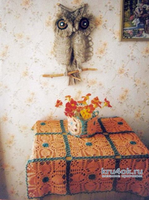 Вязаная салфетка для тумбочки и кашпо. Работы Татьяны Крас
