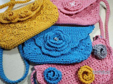 Вязаная сумочка-клатч с объемным цветком. Работа Светланы Лосевой