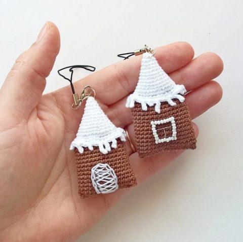 Елочная игрушка Пряничный домик крючком