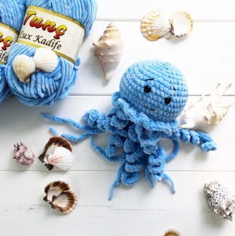 Медуза крючком из плюшевой пряжи