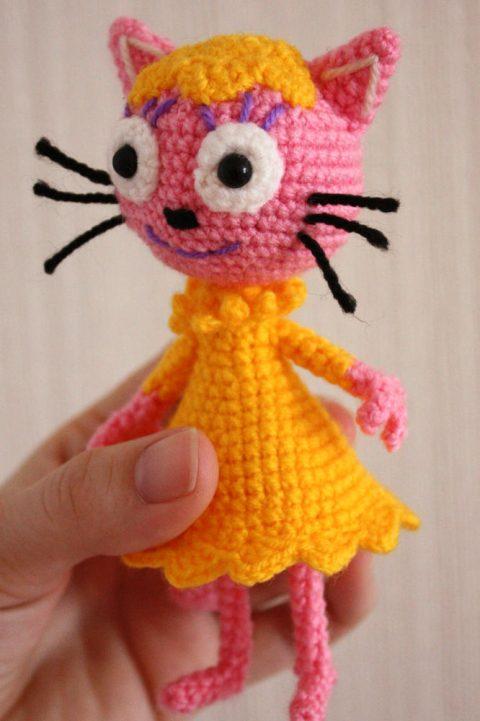 Как связать кота Лапочку крючком, описание для начинающих