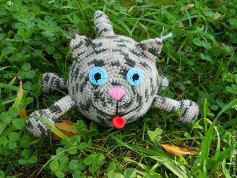 Вяжем круглого кота крючком, пошаговое описание для начинающих