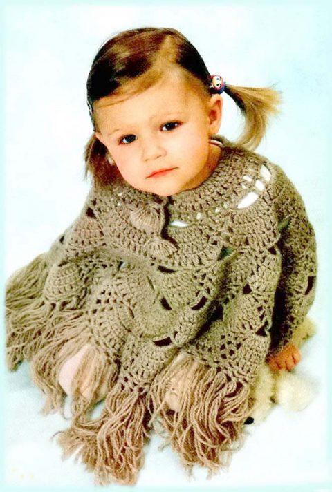 Вязание бежевого пончо для девочки