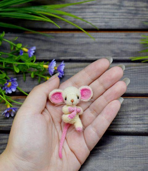 Маленькая игрушка мышонок крючком