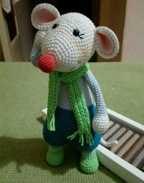 Cute knitted little mouse (symbol of 2020)