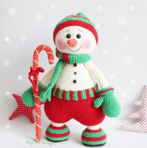 Вязанный крючком снеговик от Тини Мини Дизайн