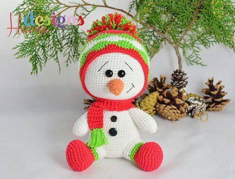 Как связать крючком новогоднего снеговика