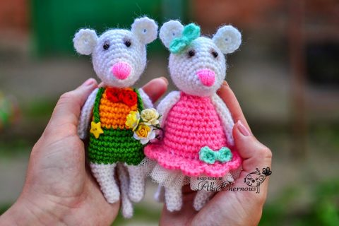 White crochet mice from Alla Chernous