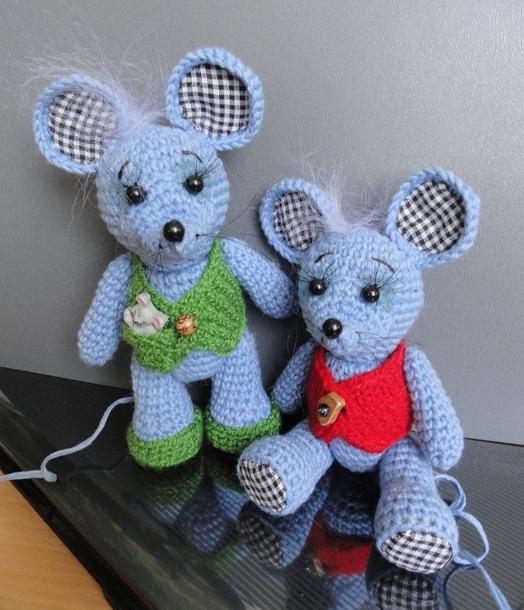 Вязаные мыши и крысы крючком, 60 игрушек со схемами и ...