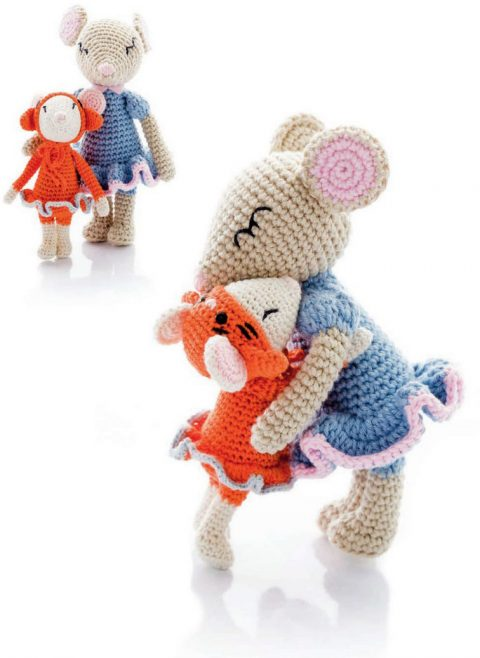 Mouse mom and daughter crocheted