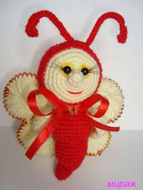 Веселая бабочка - игрушка, связанная крючком