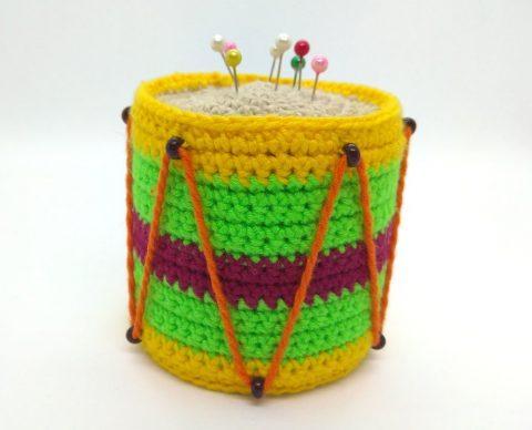 Игольница - барабан, связанная крючком
