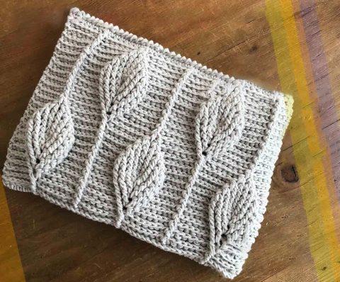 Вяжем сумку с 3D узором листья