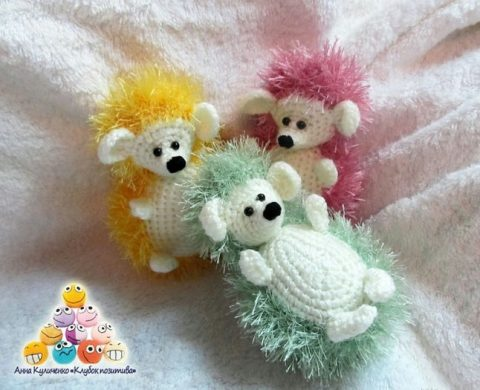 How to crochet rainbow hedgehogs