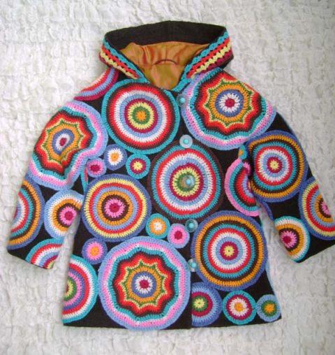 Одежда, связанная крючком из остатков пряжи