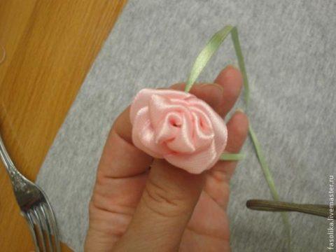 Роза из атласной ленты за 1 минуту