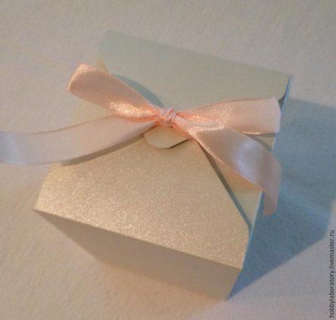 Маленький бант для подарка из атласной ленты