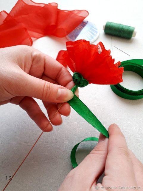 Как сделать гвоздику из ленты своими руками