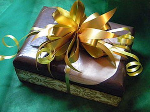 Объемный бант из подарочной ленты за 3 минуты