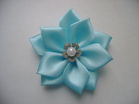 Как сделать цветок с острыми лепестками из атласной ленты