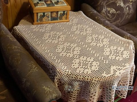 Салфетка - дорожка в технике филейного вязания. Работа Надежды Борисовой