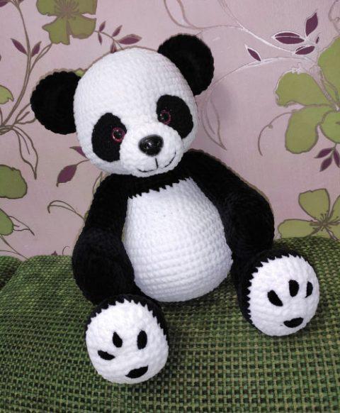 Вяжем большую панду крючком