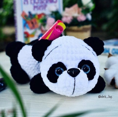 Пенал панда, связанный крючком