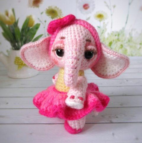 Розовый слоник амигуруми крючком