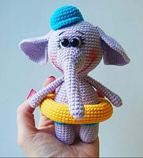 Добрый слоник, связанный крючком