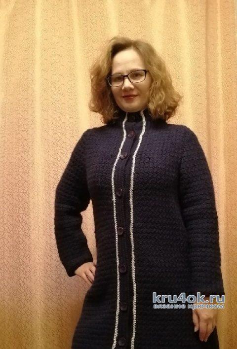 Очень простое пальто крючком. Работа Таисии