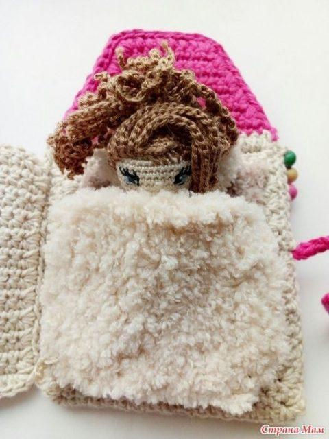 Кукла Ева, связанная крючком и ее домик 3