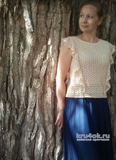 Блуза крючком с вертикальными воланами Вне времени. Работа Алены Салимсаковой