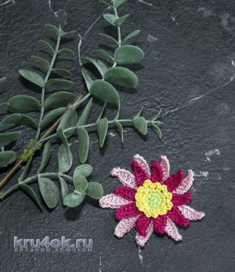 Красивый объемный цветок крючком без сшивания деталей