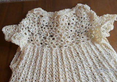 Платье детское с цветочной кокеткой из шелковой пряжи Tulip вязание и схемы вязания