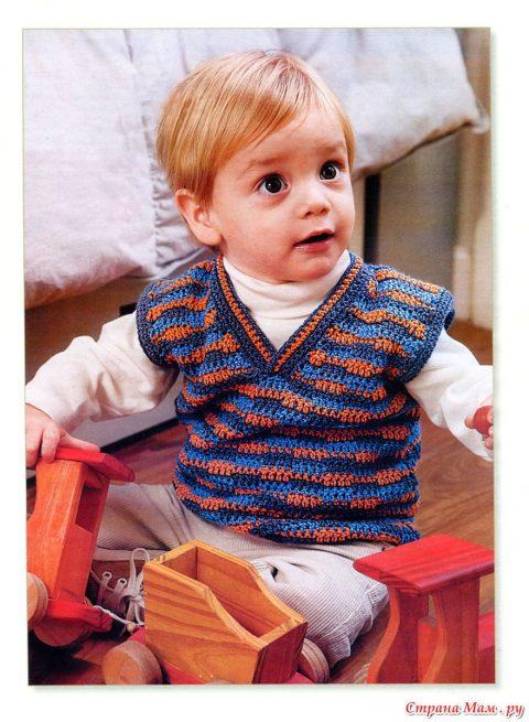 Как связать разноцветный жилет для мальчика из акрила