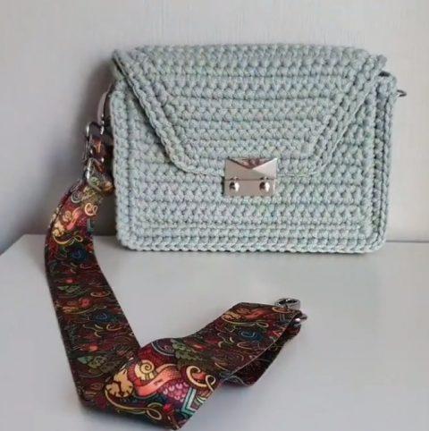 Маленькая сумка крючком из шнура