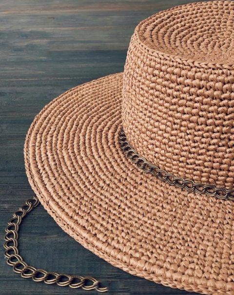 Шикарная шляпа крючком из рафии