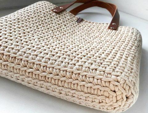 Простая летняя сумка Молли крючком из трикотажной пряжи
