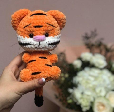 Маленький тигр амигуруми (символ 2022 года)