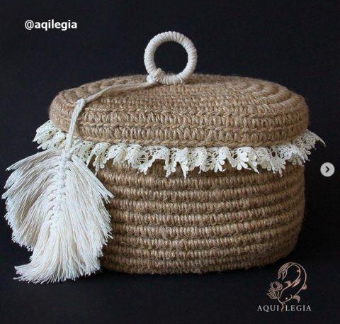 Как можно украсить готовую корзину из джута