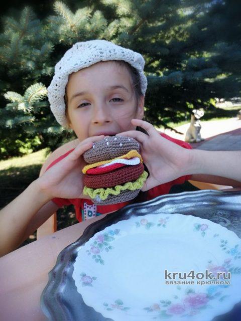 Вязанная крючком еда, вкусняшки. Чизбургер крючком. Работа Светланы вязание и схемы вязания