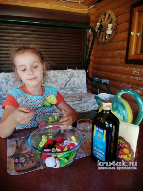 Вязанная крючком еда. Греческий салат - кладезь витаминов. Работы Светланы вязание и схемы вязания