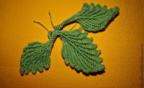 Объемные листья крючком