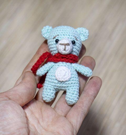 Самый маленький мишка амигуруми, описание и схема вязания