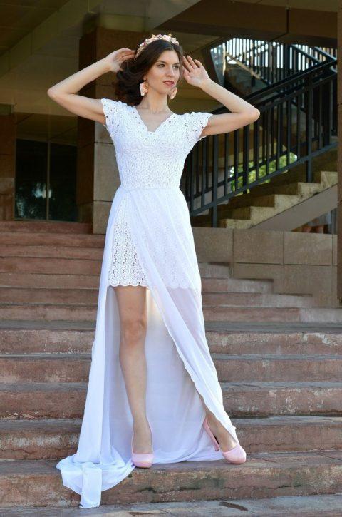 Маленькое белое платье крючком в технике ленточное кружево
