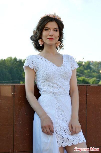 Маленькое белое платье крючком в технике ленточное кружево 5