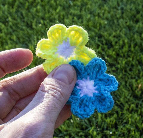 Красивый и простой цветок крючком